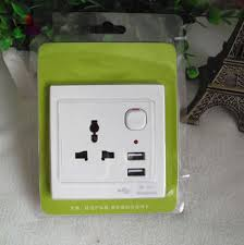 Presa EU 110/220 volt 10 A con interruttore e 2 porte USB 5v 1A-0